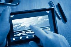 Abbildung auf TablettepC Blau tonte Lizenzfreies Stockbild