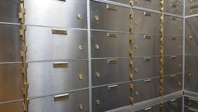 Abbildung 3d des geschlossenen Stahlsafes über weißem Hintergrund Stockbilder