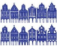 Abbildung der alten verzierten Dorfhäuser Lizenzfreie Stockbilder