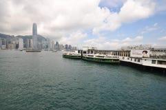 Abbildung der Fährenumhüllung an Hong Kong-Hafen Stockfotos