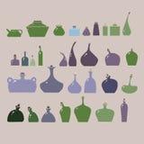 Abbildung der Flaschen und der Gläser eingestellt. Lizenzfreie Stockbilder