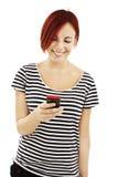 Abbildung der glücklichen Jugendlichen mit Handy Stockbilder