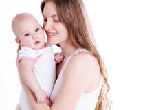 Abbildung der glücklichen Mutter mit Schätzchen über Weiß Stockfotos
