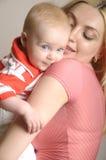 Abbildung der glücklichen Mutter mit Schätzchen Stockfotografie