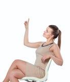 Abbildung der jungen Geschäftsfrau sitzend im Stuhl Stockfoto