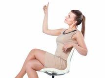 Abbildung der jungen Geschäftsfrau sitzend im Stuhl Stockbild