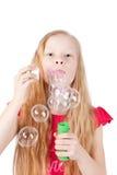Abbildung der lustigen durchbrennenseifenluftblasen des kleinen Mädchens Stockbild