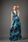 Abbildung der reizenden Frau im langen Kleid Lizenzfreies Stockbild