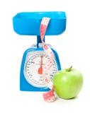 Abbildung der Skala mit Apfel und Maßband Stockfotografie