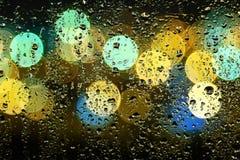 Abbildung der Wassertropfen auf Fenster Lizenzfreie Stockbilder