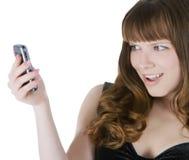 Abbildung des glücklichen Brunette mit Handy Lizenzfreie Stockfotos