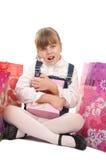 Abbildung des glücklichen kleinen Mädchens mit Geschenk Lizenzfreie Stockbilder