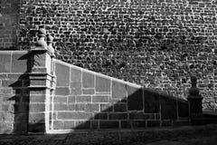 Abbildung des klassischen spanischen Eingangs in Baeza t Stockfotos