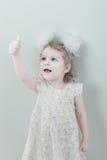 Abbildung des lächelnden kleinen Mädchens der Junge Lizenzfreie Stockfotos