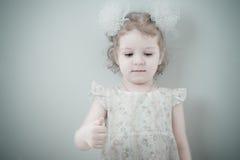 Abbildung des lächelnden kleinen Mädchens der Junge Stockbilder