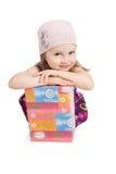 Abbildung des schönen kleinen Mädchens mit Geschenkkasten Lizenzfreies Stockfoto