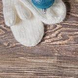 Abbildung des VektorEps10 Weiße Schneeflocken auf einem blauen Hintergrund Lizenzfreie Stockbilder