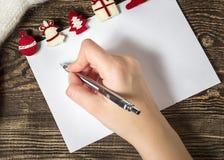 Abbildung des VektorEps10 Zeichen zu Weihnachtsmann Wunschliste-Winter backg Lizenzfreie Stockfotos