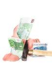 Abbildung des zerquetschten Geldkastens getrennt auf Weiß Stockbild