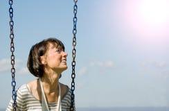 Abbildung einer Frau auf dem Schwingen Lizenzfreie Stockfotos