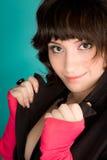 Abbildung einer jungen Frau, die zur Kamera schaut Lizenzfreie Stockfotos