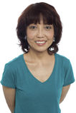 Abbildung einer lächelnden asiatischen Dame, die beiläufig aufwirft Stockbild