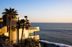 Abbildung eines Hauses auf der Küstenlinie Lizenzfreies Stockbild