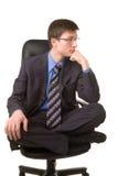 Abbildung eines jungen Mannes, der in der Lotoshaltung sitzt Stockbilder