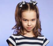Abbildung eines lustigen kleinen Mädchens Stockbild
