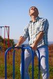 Abbildung eines Mannes auf dem Merry-go-round Lizenzfreie Stockfotos
