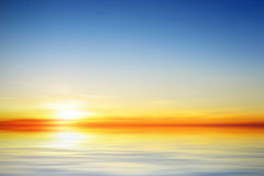Abbildung eines schönen ruhigen Sonnenuntergangs Stockbilder
