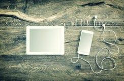 Abbildung für Auslegung auf weißem Hintergrund Intelligente Telefontabletten-PC-Weinleseart Stockfotografie