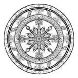 Abbildung kann als Hintergrund benutzt werden Gekritzelschneeflocke auf ethnischer Kreisverzierung Hand gezeichnete Kunstwinterma Stockfotos