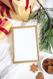 Abbildung kann als Hintergrund benutzt werden Goldrahmen mit Weihnachtsdetails Stockfoto