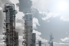Abbildung mit Anlage des Ölraffinierens Stockfoto