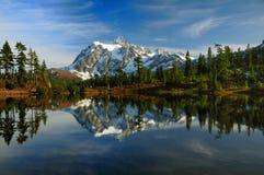 Abbildung vollkommener Mt Shuksan Lizenzfreies Stockfoto