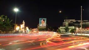 Abbildung von König Bhumibol an Ratchadamnoen Straße Lizenzfreie Stockfotos