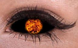Abbildung von magischem Augen- mit Feuerkugel. lizenzfreies stockbild