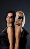 Abbildung von zwei attraktiven Mädchen Stockfoto