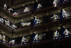 Abbildungen auf dem Aufbauen während lightshow Glühens 2012 Stockbild