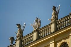 Abbildungen auf dem Dach von Schoenbrunn Stockbild