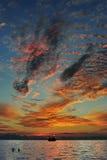 Abbildungen im Himmel - drastischer Sonnenuntergang Stockbild