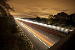 Abbonati sull'autostrada fotografie stock