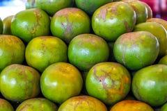 Abbondanza dell'arancia del mandarino dell'agrume al mercato per vendita Fotografie Stock Libere da Diritti