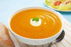Espaço da cópia do pão da salada da cenoura da batata doce da sopa da abóbora Foto de Stock