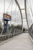 ABBOTSFORD, CANADA - 29 MAGGIO 2019: ponte della bicicletta e del pedone sopra la strada principale fotografia stock libera da diritti