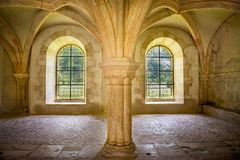 Abbotskloster av Fontenay, Bourgogne, Frankrike Inre av den berömda Cistercian abbotskloster av Fontenay, en UNESCOvärldsarv efte Royaltyfria Bilder
