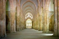 Abbotskloster av Fontenay, Bourgogne, Frankrike Inre av den berömda Cistercian abbotskloster av Fontenay, en UNESCOvärldsarv efte Arkivfoton