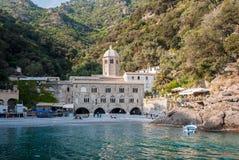 Abbotskloster av San Fruttuoso, i udden av Portofino nordliga Italien Royaltyfri Fotografi