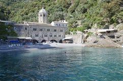 Abbotskloster av San Fruttuoso nära Portofino Royaltyfri Bild